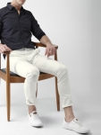 HIGHLANDER Men White Slim Fit Solid Chinos